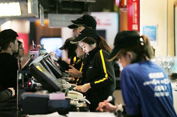 勞基法修正案有關加班費上調等條款已在日前上路,衝擊不少業者.jpg