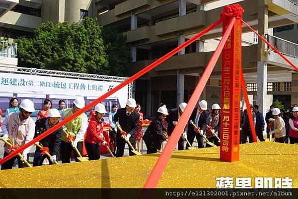 106.2.10高市環狀輕軌第2階段今早在市長陳菊帶領下舉辦動土儀式,預計2020年5月通車.jpg