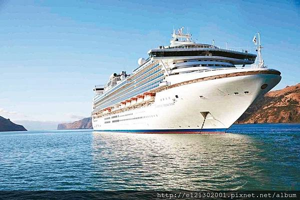 106.2.1010月起公主遊輪首度以高雄為母港,由11萬噸的藍寶石公主號率先開航.jpg