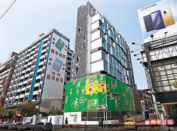 107.3.6鑫富都建設位於高雄前金區的貨櫃屋旅店非常搶眼.jpg
