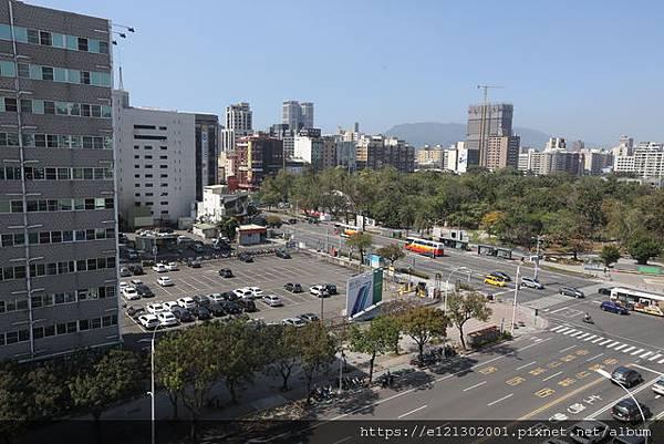 108.2.19位於高雄中山路、五福路口的停車場土地,就是南和興產最知名的一塊地.jpg