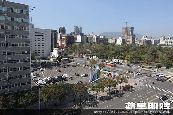 108.2.19位於高雄中山路、五福路口的停車場土地,就是南和興產最知名的一塊地1.jpg