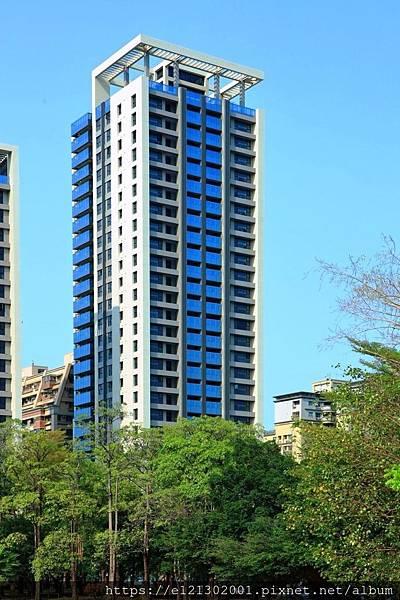 108.4.19國泰建設二聖路商圈將完工的「國泰聚」換屋大樓案,也將採取單坪售價25~32萬元的趨近實價銷售策略,受到外界矚目.jpg