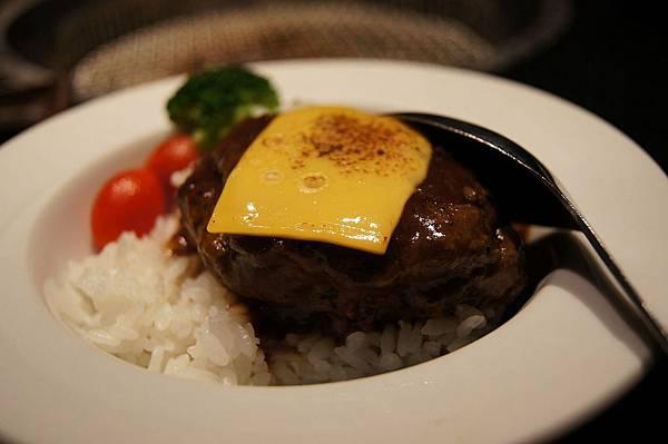 起司-牛排蓋飯