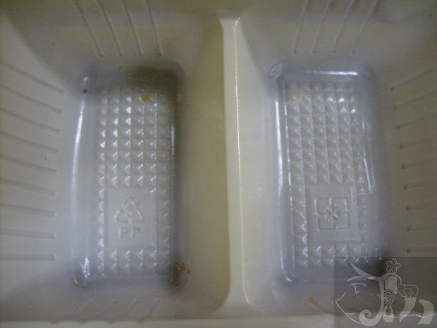 吃義美雞蛋布丁口味的小泡芙 (5).jpg