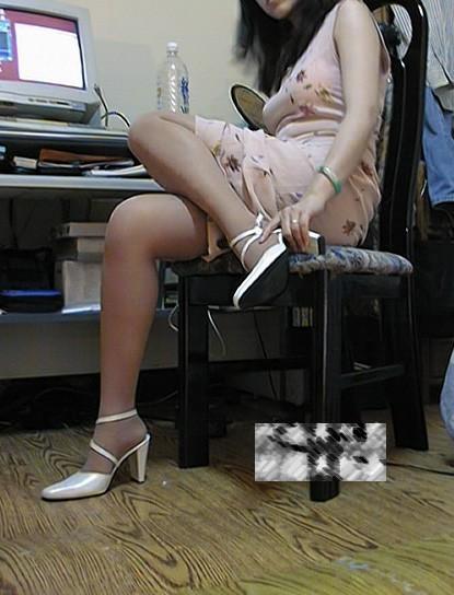 我的音樂老師的絲襪美腿 (1).jpg