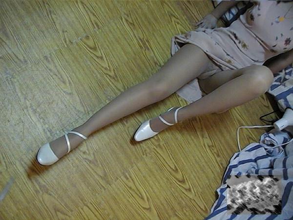 我的音樂老師的絲襪美腿 (3).jpg
