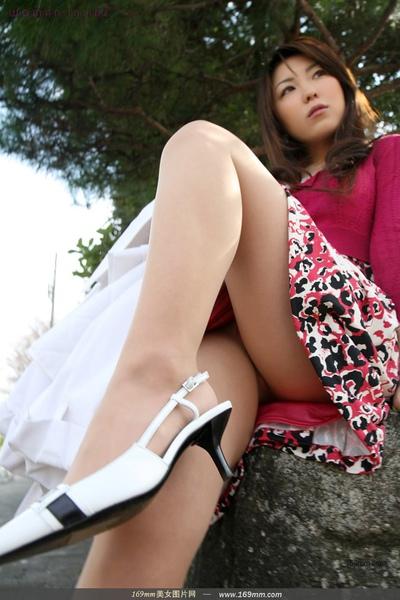 早熟的女孩短裙白腿絕對SEXY (3).jpg