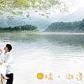 湖邊秋千。以景帶人.jpg