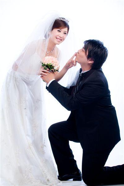 先求婚!不然不準親~~