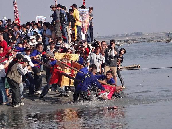 103-12-06東石先天宮-王船祭(196).JPG