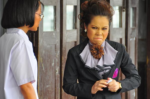 小茵老師好生氣,是因為小嵐考不好嗎?