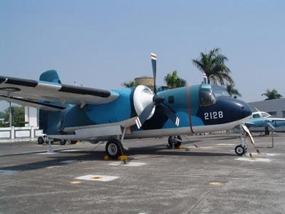 S-2E 追蹤者式反潛巡邏機 Tracker