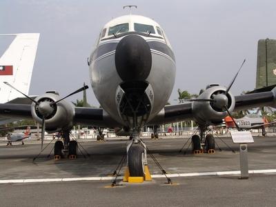 C-118 舉重霸王式運輸機