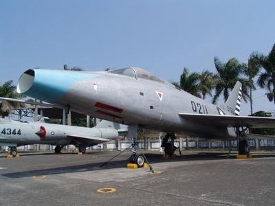 F-100A 超級軍刀式戰鬥轟炸機  Super Sabre