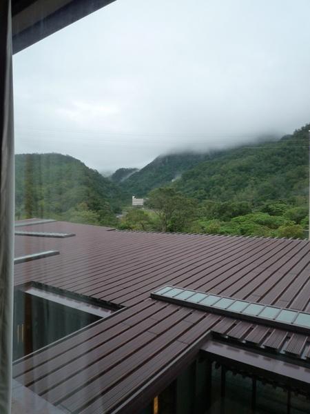 清晨的房間窗景