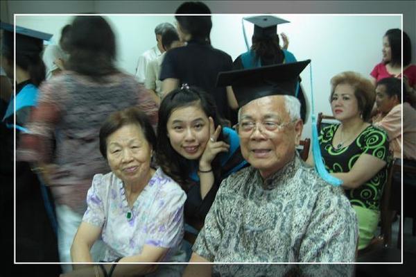 疼我的爺爺、奶奶從彰化來~讓我紅了眼眶~
