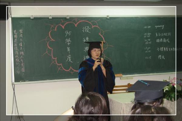 系主任致詞~我兩年都沒上過育瑋老師的課耶 ^^||