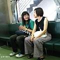 媽咪在火車上巧遇以前的學生 :)
