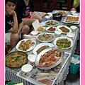 總是滿桌子的菜 (所以很難不肥 =.= )