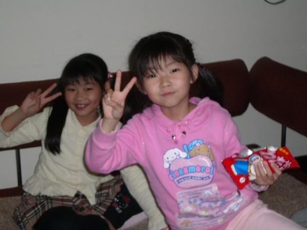 2006.12.16 兩姐妹很嗨到我們家玩