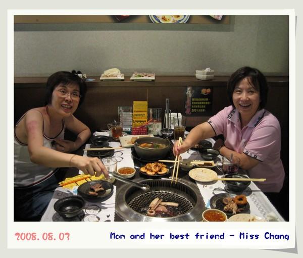 2008.08.03 媽咪和張老師 ^^ 帶我們吃好料的