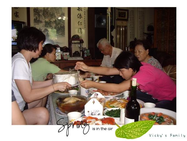 辛苦的叔叔總是會準備一大桌的美味食物 :)