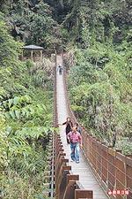 100公尺的半天橋 12.2..jpg