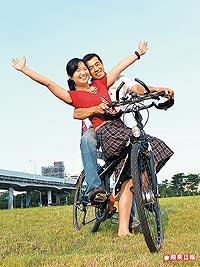 王前權、張靜宜單車旅行8.3..jpg