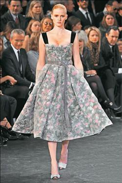 Louis Vuitton展現細腰豐臀的印象8.20..jpg
