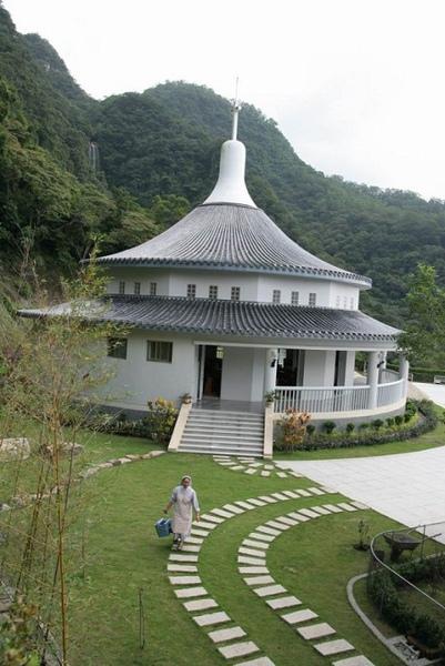 聖母登山步道天主教教堂a.jpg