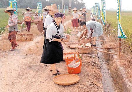 平埔族婦女舉行哮海祭8.11..jpg