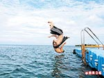 海中浮台 玩跳水 6.14..jpg