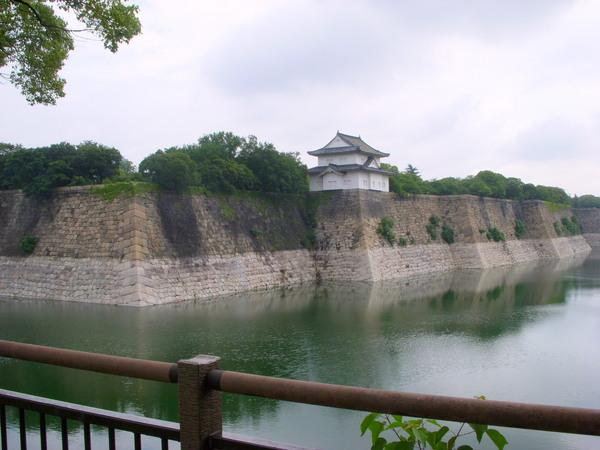 大阪城外面的護城河
