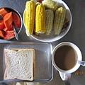 早餐剛好有自種玉米.