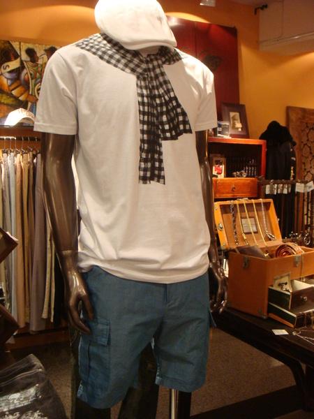 合板純棉圍巾T + 藍色口袋短褲