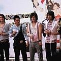 台北簽名會-元美秋草合體-05