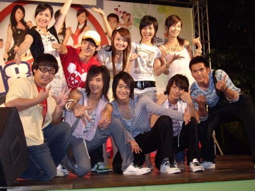 全體演員台中簽唱會合照.JPG