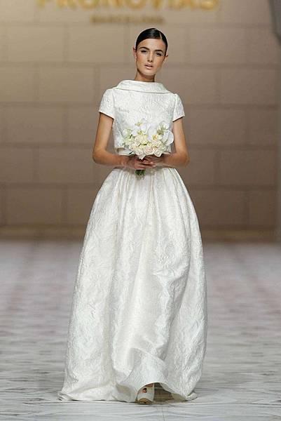 船型領婚紗