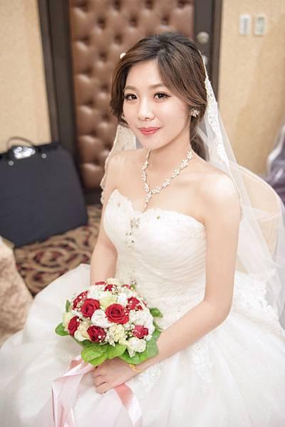 -辛蒂愛麗絲-新娘白紗造型.jpg