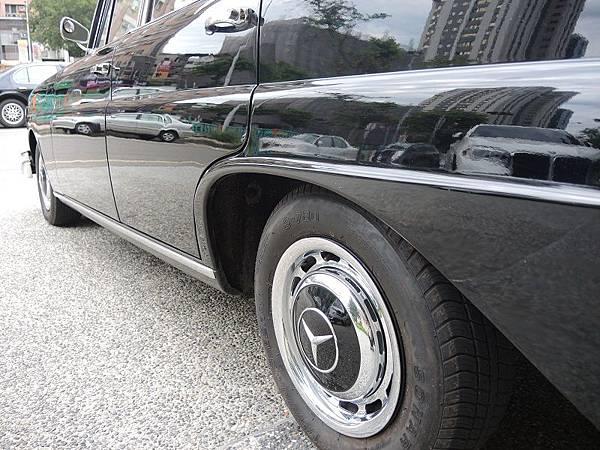 賓士古董車出租1966年 BENZ  (36).JPG