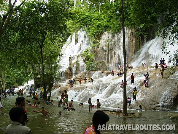 sai-yok-noi-waterfall-1