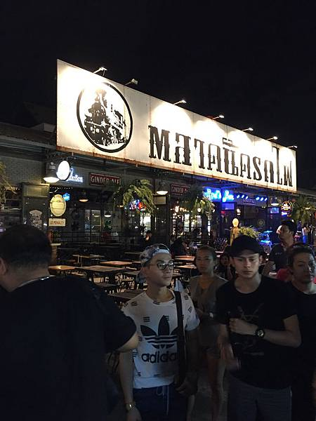 曼谷拉差達火車夜市必吃必買Ratchada營業時間交通一覽