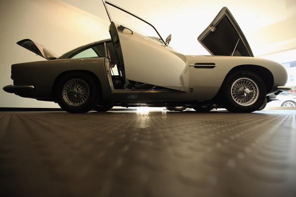Aston+Martin+Cars+Their+First+Ever+Showroom+B2EAH79PLODl