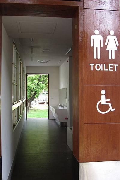 總爺小舖廁所通道