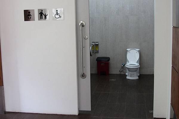 總爺小舖內部廁所