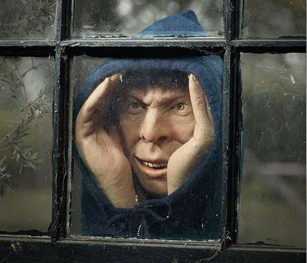 scary-peeper-a-peeping-tom-figurine-to-scare-people-8873.jpg