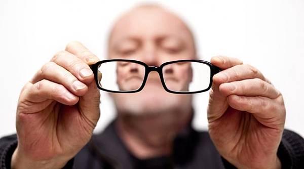main-resized-iStock_000008494008Small_glasses.jpg