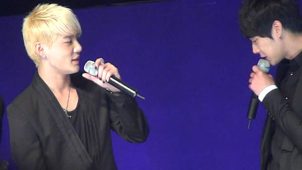[YukaHae]【Fancam】20120421 LOTTE DFS JYJ in STAR AVENU_ MENT2.mp4_snapshot_00.28_[2012.04.29_01.38.45]