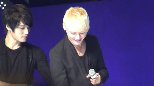 [YukaHae]【Fancam】20120421 LOTTE DFS JYJ in STAR AVENU_ MENT2.mp4_snapshot_00.33_[2012.04.29_01.39.01]